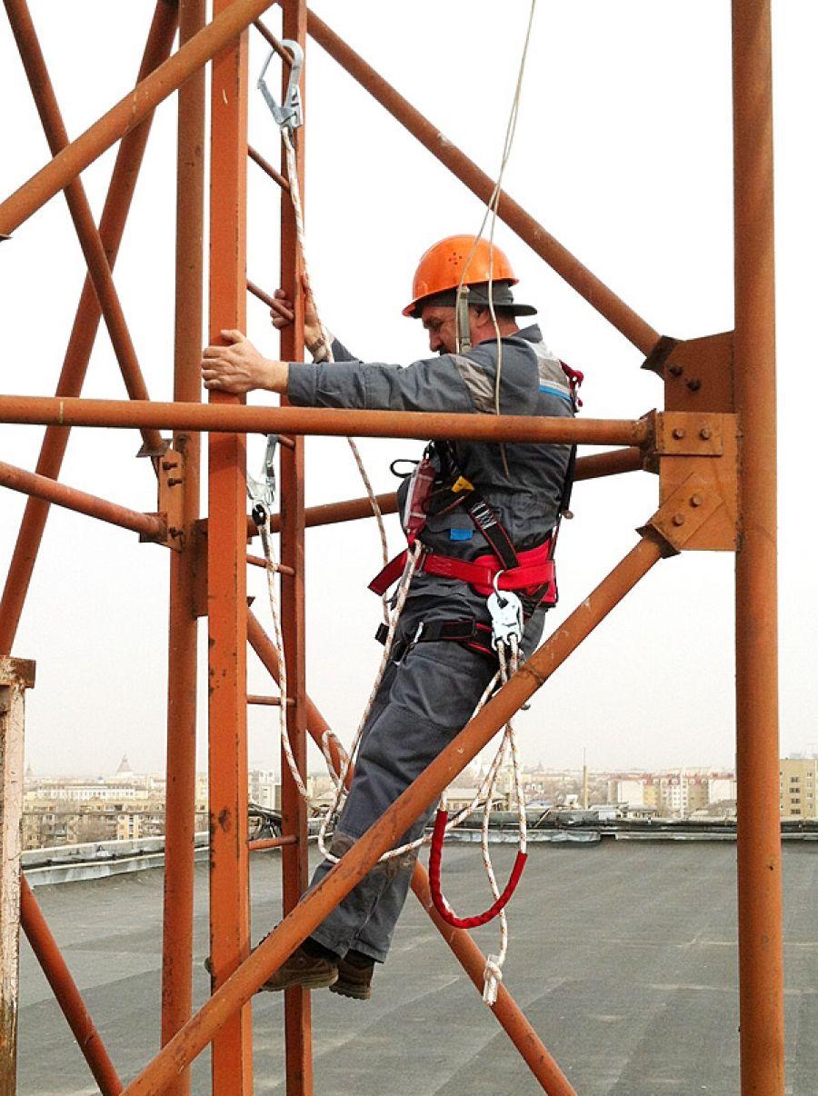 Охрана труда при работе на высоте. Охрана труда при эксплуатации лестниц