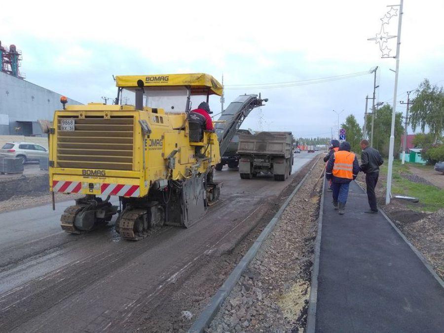 Продолжаются работы по реконструкции дороги по улице Лапшова
