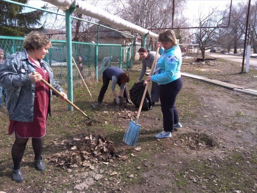 В населенных пунктах Ягодно-Полянского муниципального образования прошли субботники