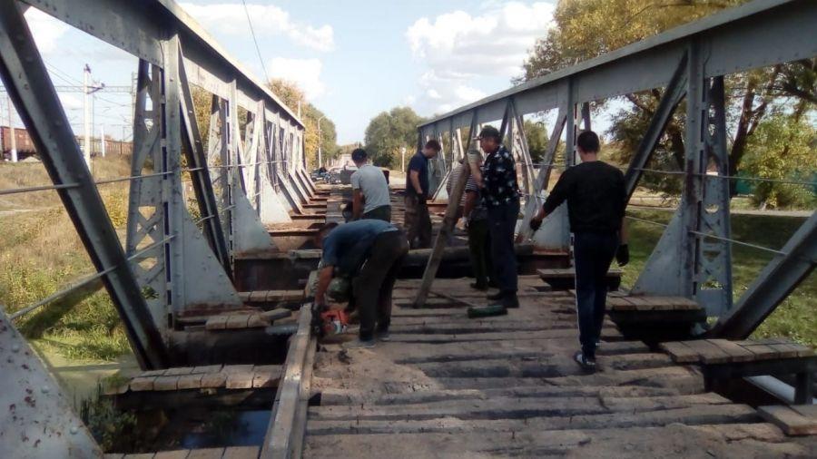 Продолжаются работы по ремонту автомобильного моста по ул. Красноармейская