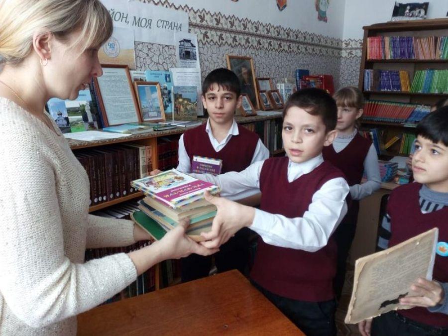 День книгодарения в Мизино-Лапшиновке
