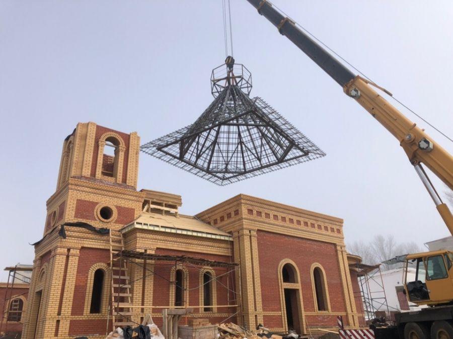 На строящийся храм в честь Святителя Николая Чудотворца установлена шатровая конструкция