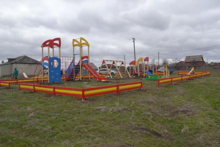 Детские и спортивные площадки в Татищевском районе