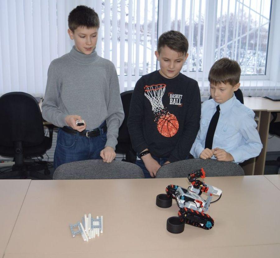 Робототехника в «Точке роста» Вязовской школы